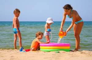 пляжные-игры-с-ребятишками