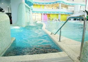 бассейн в мореоне
