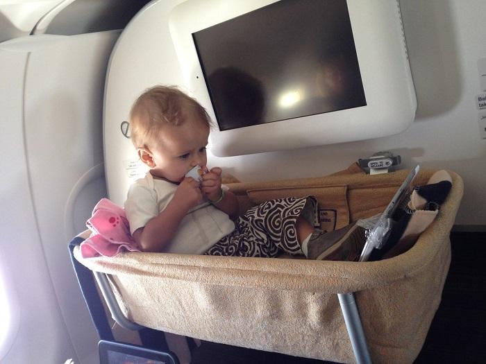 Люлька для ребенка в самолете